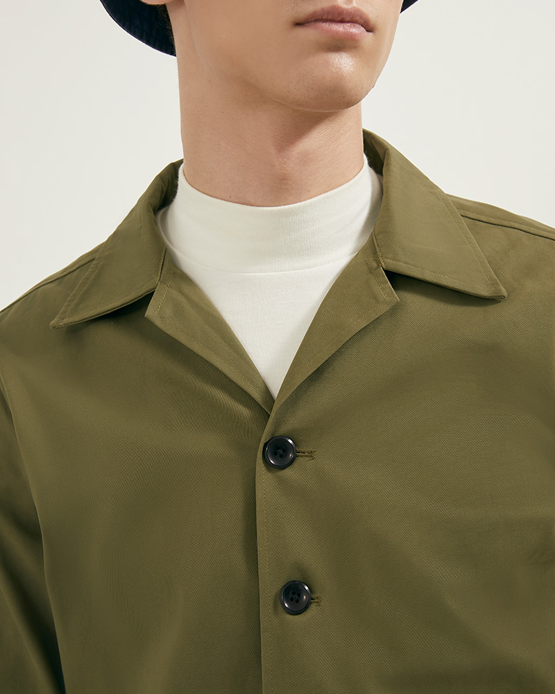 Camp Collar hip pockets jacket details- close up - military green