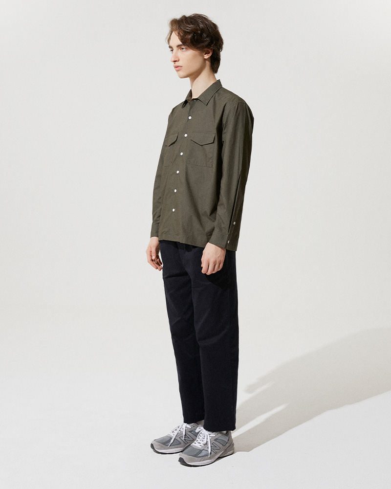 Flap Pockets Overshirt in Military Green - Side Image